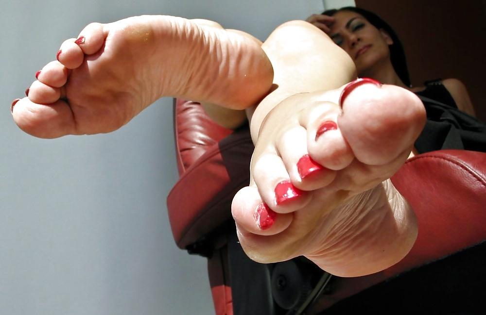 mature-feet-foot-short-skinny-girl
