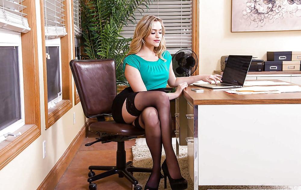 секс частный с секретаршей джентльмен сопровождает