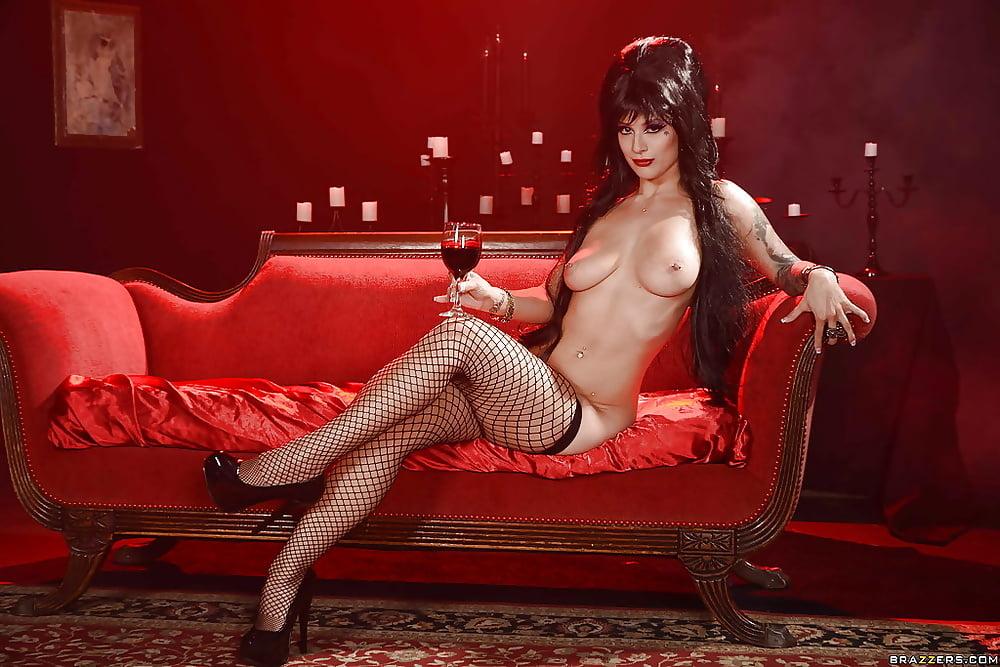 Elvira sexy nude