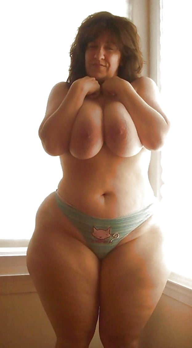 extremely wide hips in pantyhose
