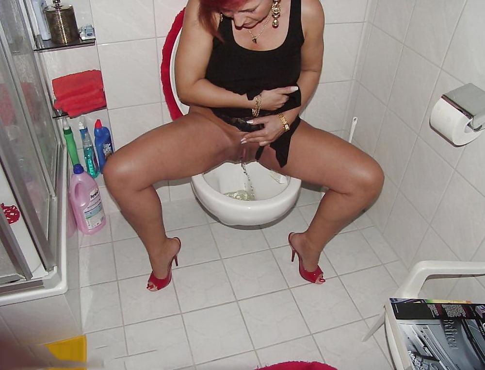 Peeing potty shower toilet — photo 6