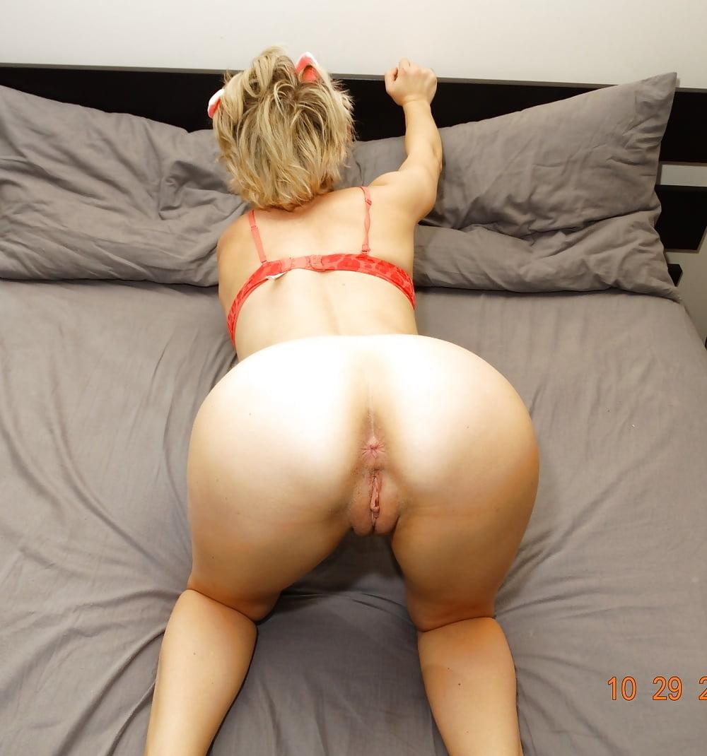 Shakira sexy nude bent over ass batra nude