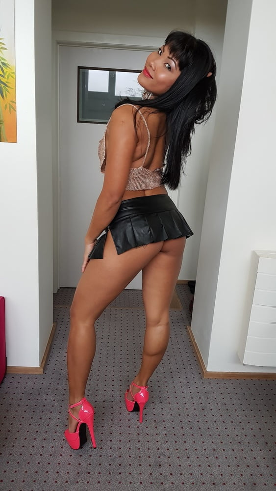 How many of you want hit on me (would you pay me too) - 26 Pics