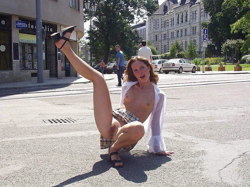 Распущенность влияние смотреть снимает скрытая камера девушки гуляют без трусиков по городу большим членом