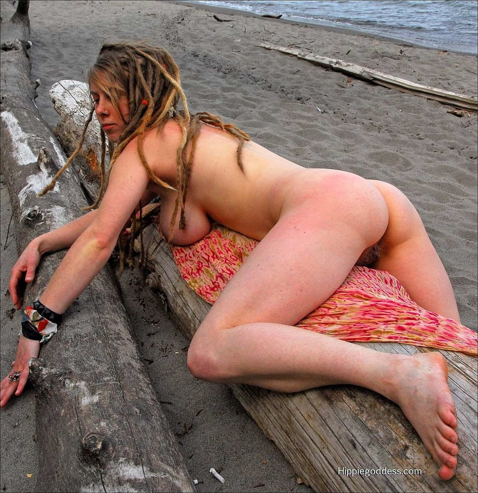 hippy-chicks-tits-topless-cheerleaders-bent-over