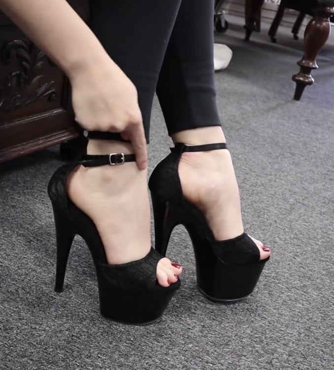 Heels feet shoes leggings 1