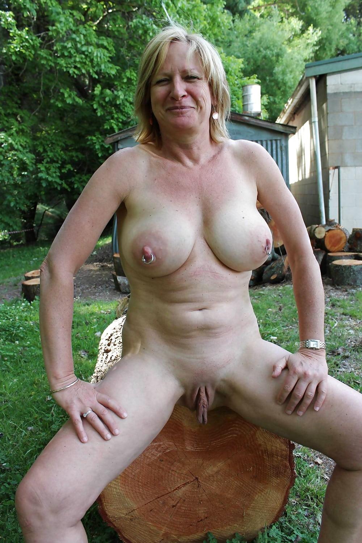 Sarah chalke breasts