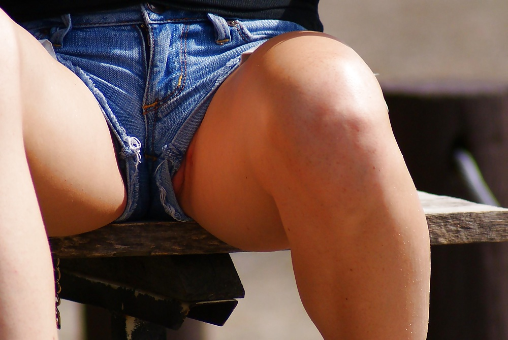 Девушки в шортах без трусов, катю поимели как хотели и пользовались ее телом