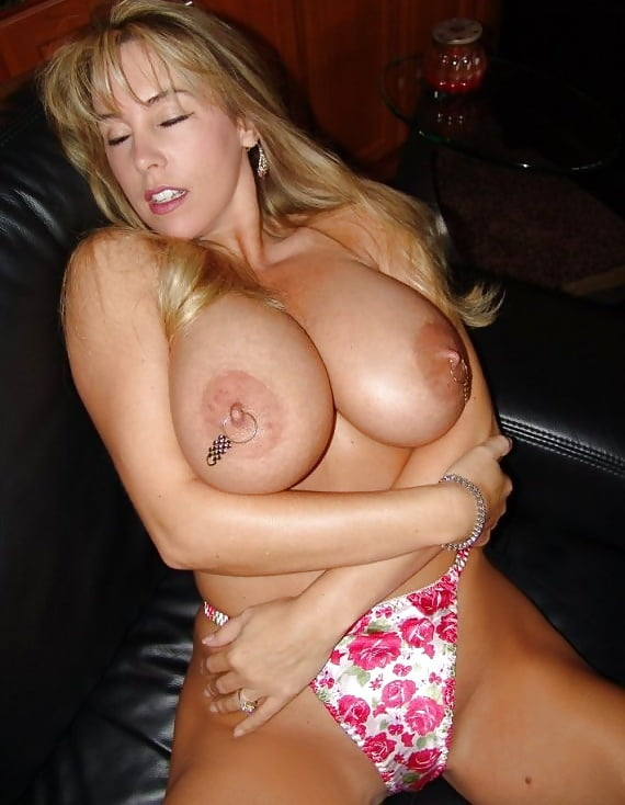 HOTTEST WIFE ON THE NET 27 - 50 Pics