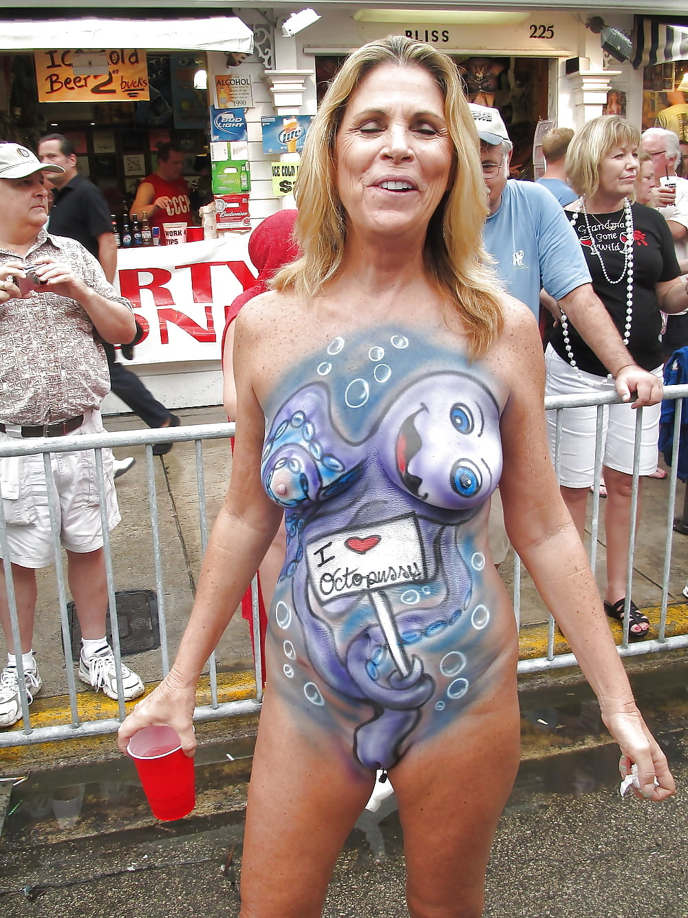 Bodypainting mature women