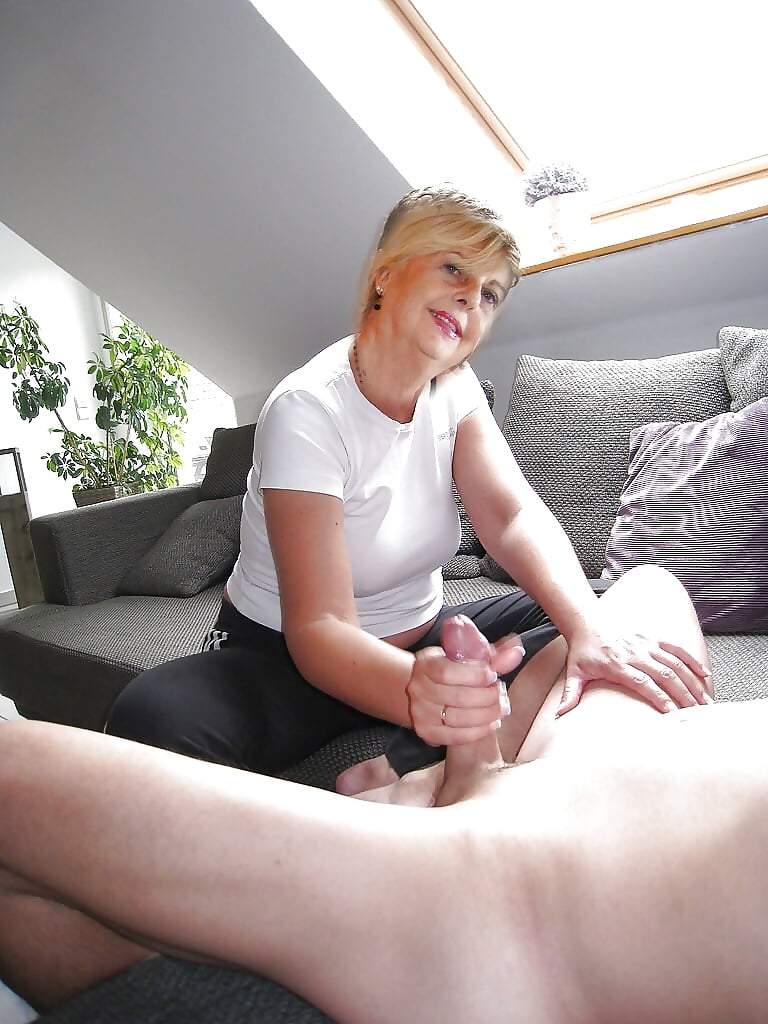 Amateur grandma giving good handjob