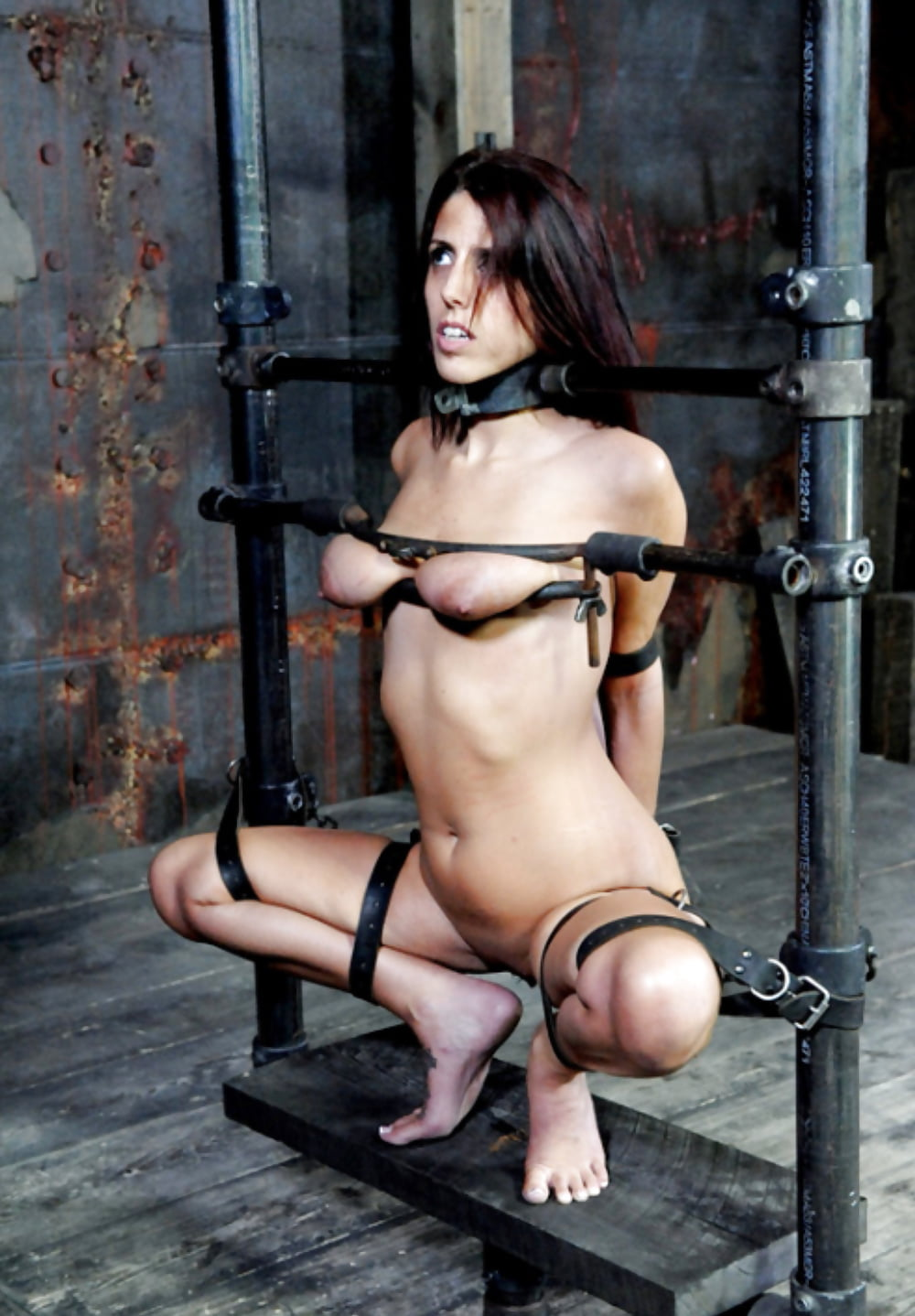 restraints-nude