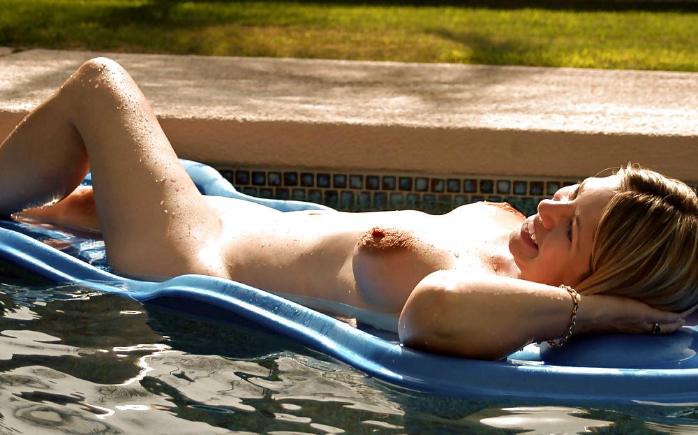 Teen Masturbates In A Public Swimming Pool