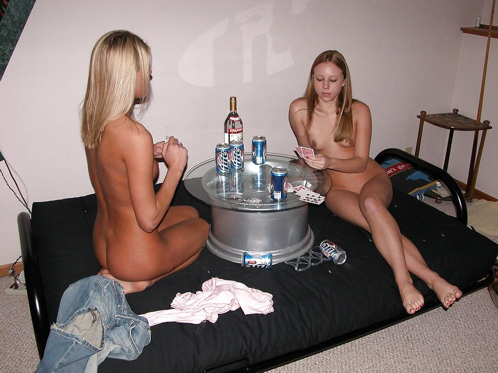 Hot girlfriend losses strip poker