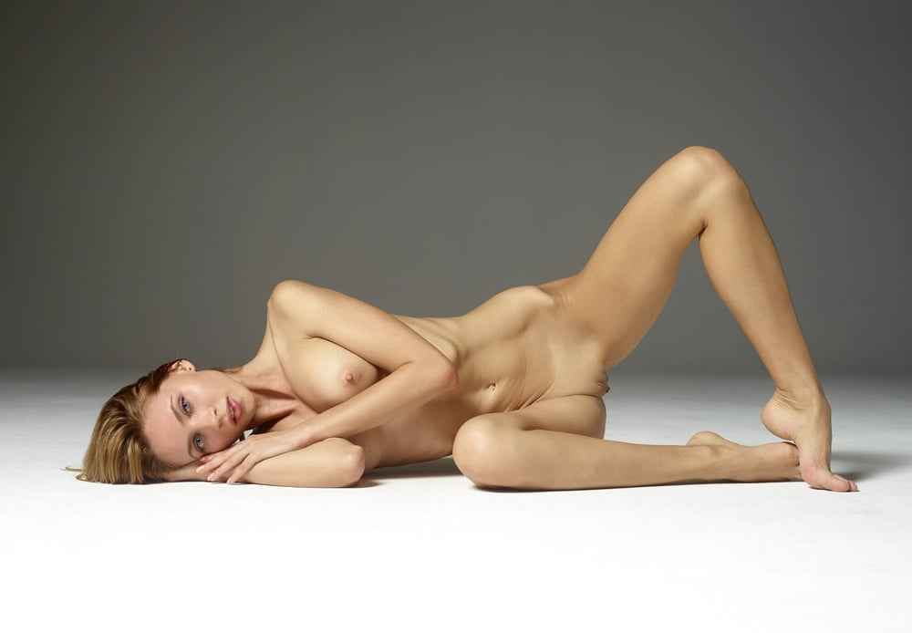 Photographer Rory Banwell Creates Powerful Series Of Nearly Nude Women