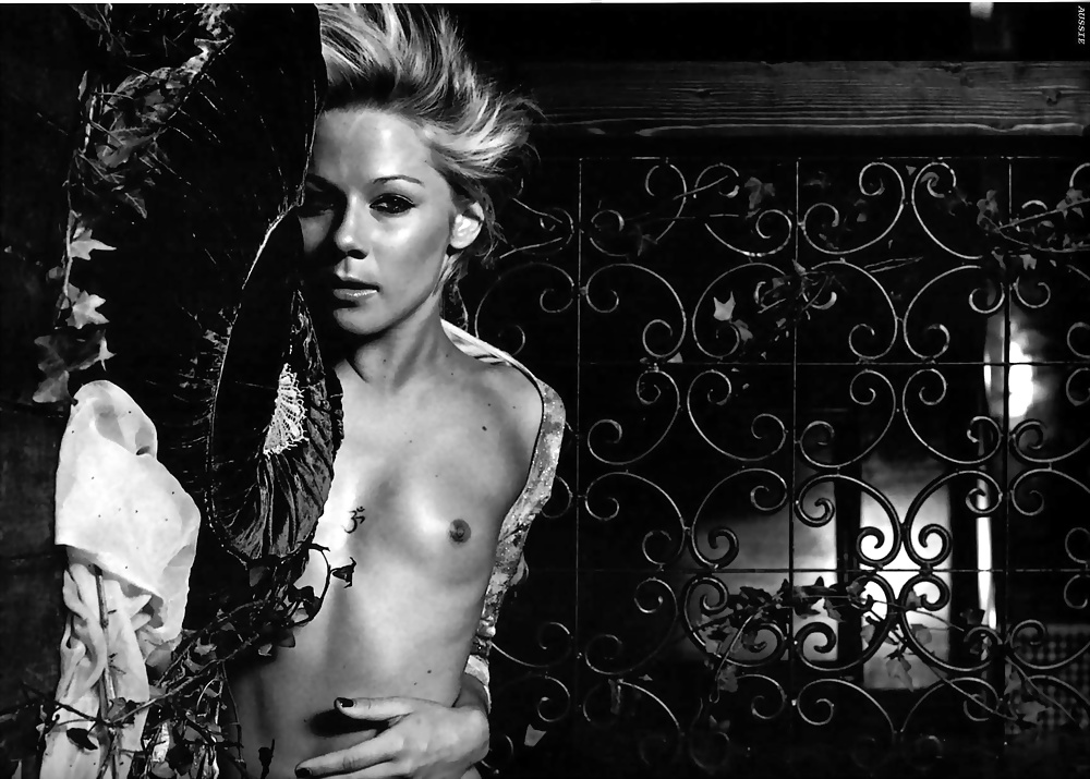 Nude Gigi edgley