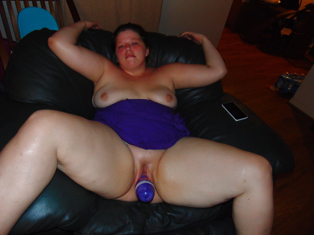 Sweet Cam Girl Using Her Wand And Dildo