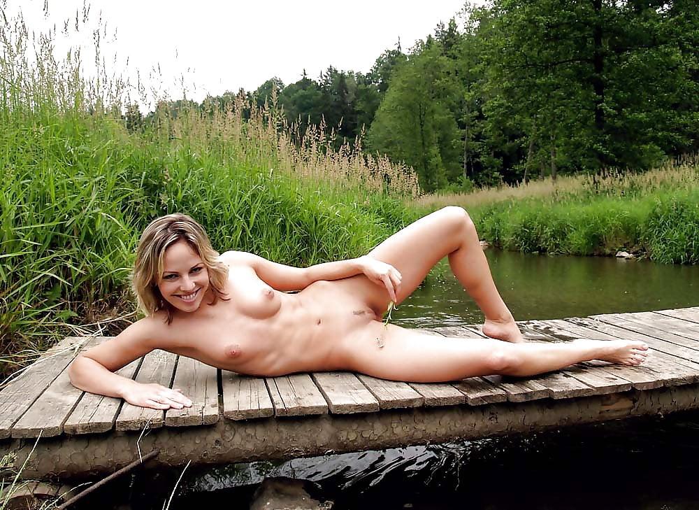 фото голые на речке в деревне девушка-подросток