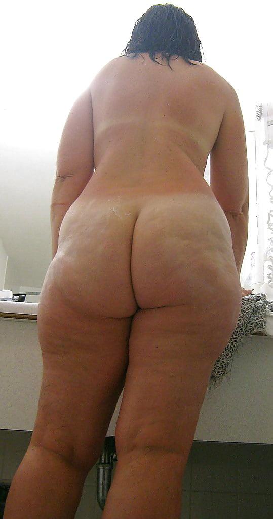 Задница рыхлая целюлитная