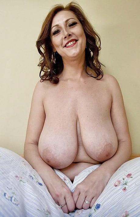 Pictures of nigella lawsons big tits