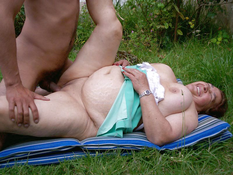 Old fat granny fucked after a picnic sex photo