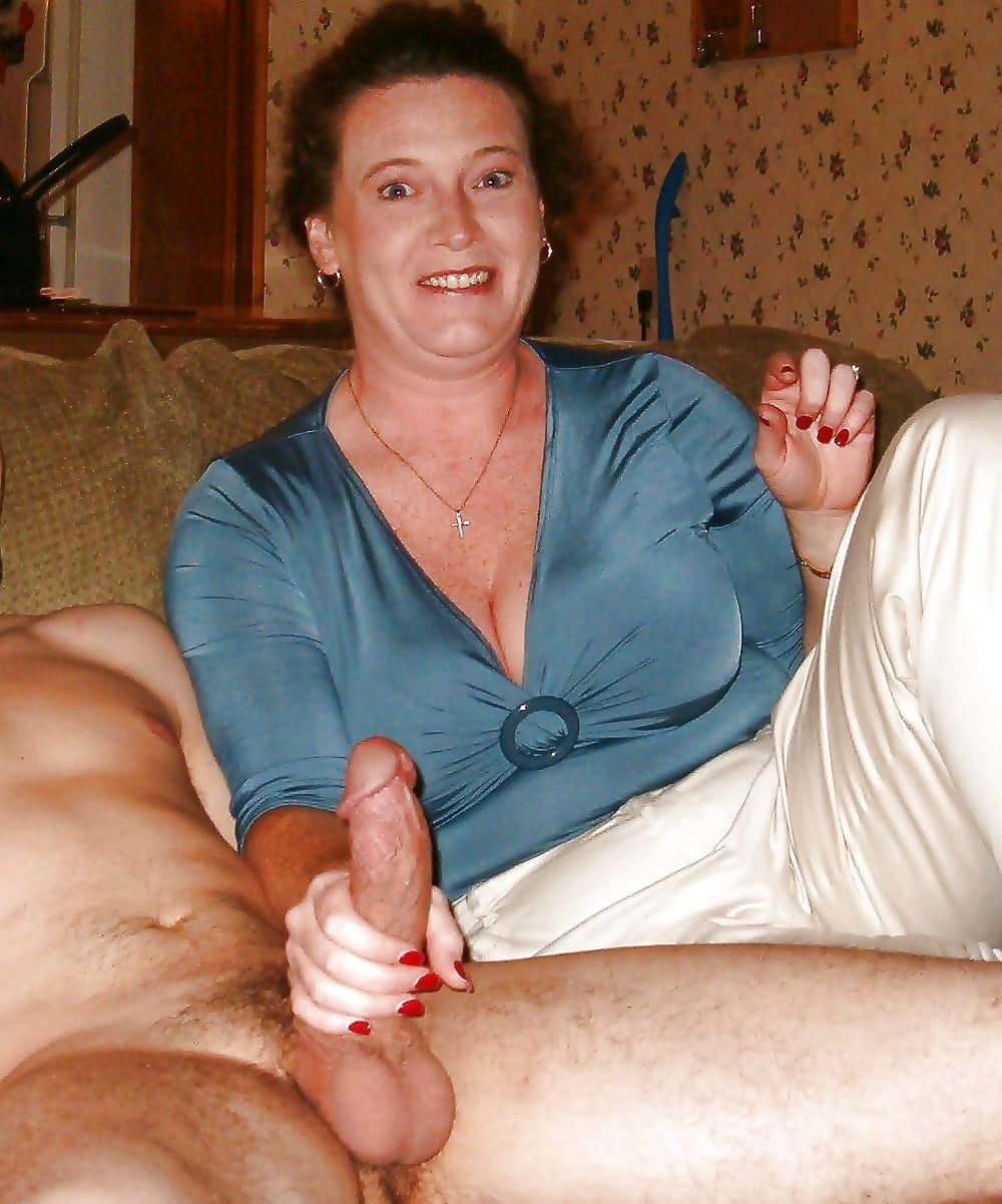 grandma-giving-good-handjob-ghana-black-porn-xxx-nude-pic-com