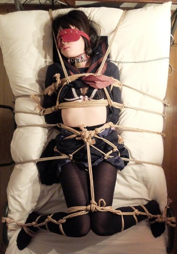 Photo japanese bondage rope tying girl oral shemale