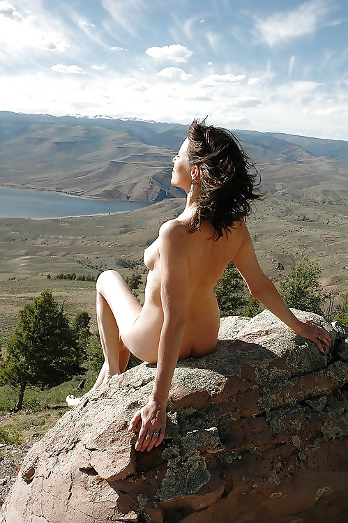 Model Who Posed Naked On Sacred Maori Mountain Says Maoris Are Not Indigenous To New Zealand