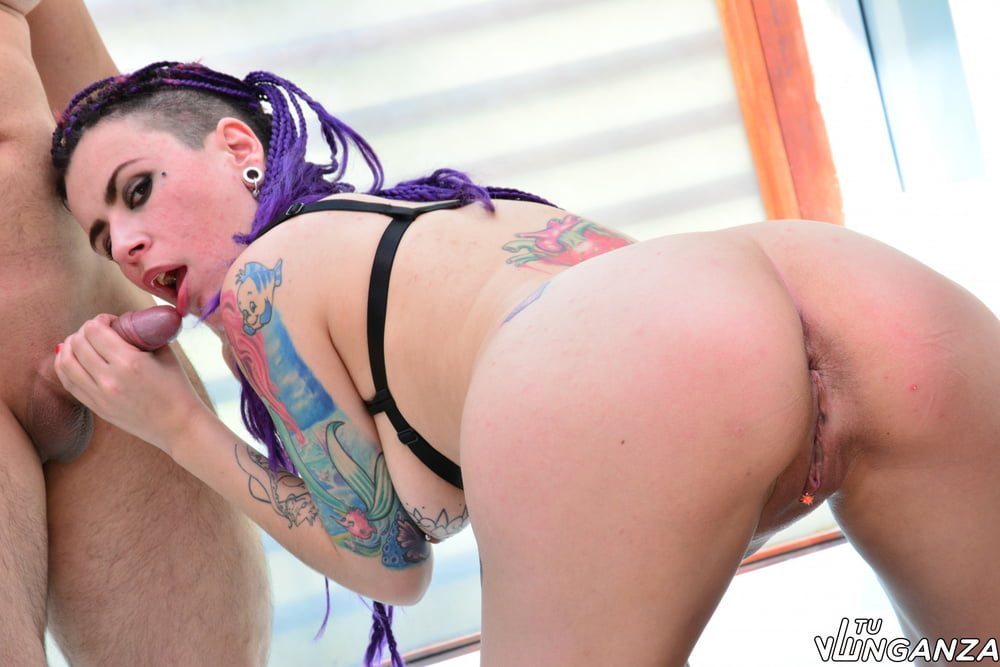 Alternative Latina MILF First Time Cheating Sex - 15 Pics