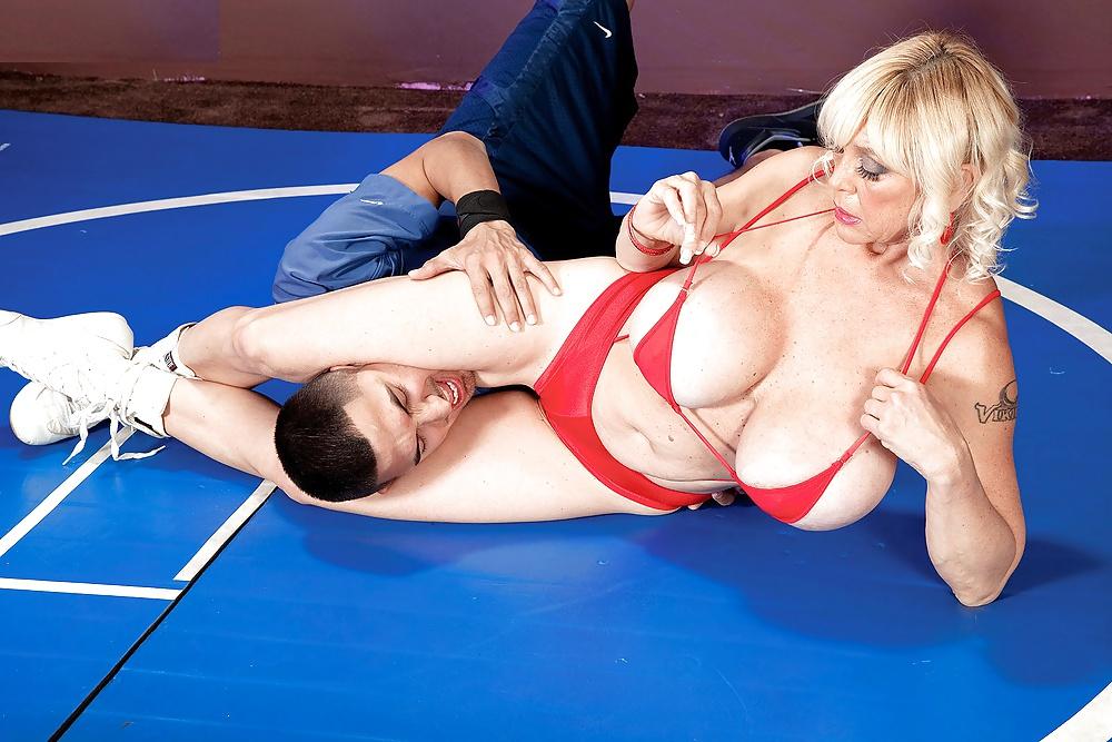 Big tits wrestling porn pics