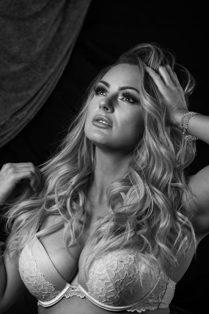 Christina, sexy UK Slut - 22 Pics