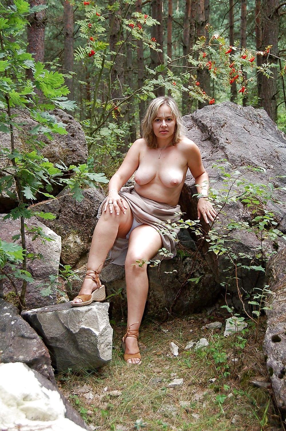 Люди ебутся откровенные порно фото в лесу зрелых баб художественный