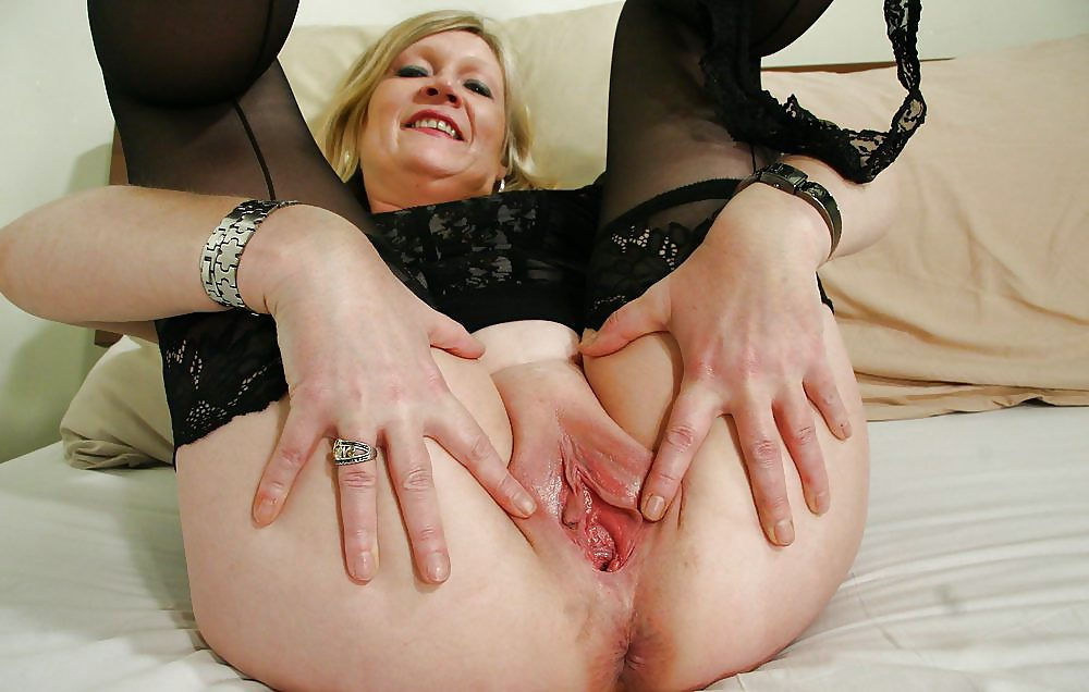 Sexy Mature Women Jenny Holed 1