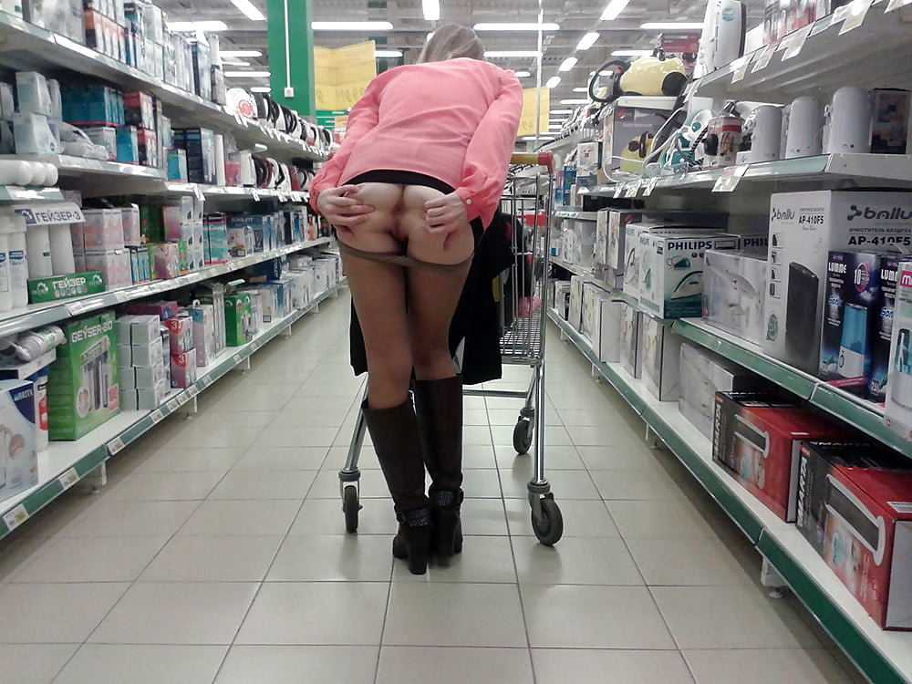 Под юбкой видео в московских магазинах, напоили водкой до отрубона а потом трахнули