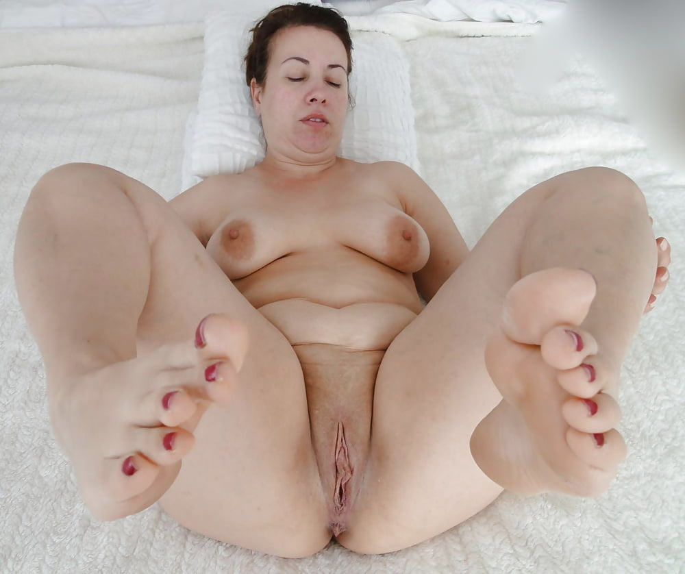 See and save as sexy bbw showing feet and pussy porn pict