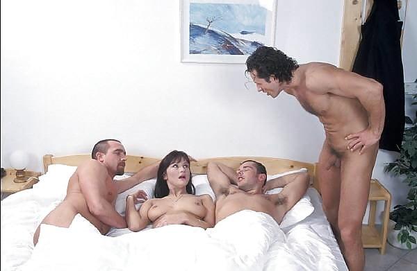 Русские зрелые жены изменяют мужьям с двумя любовниками секс видео — 3