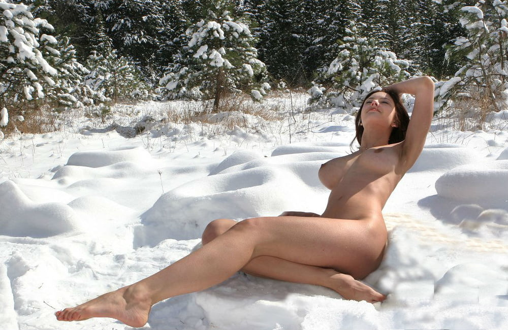 hot-naked-girls-in-snow