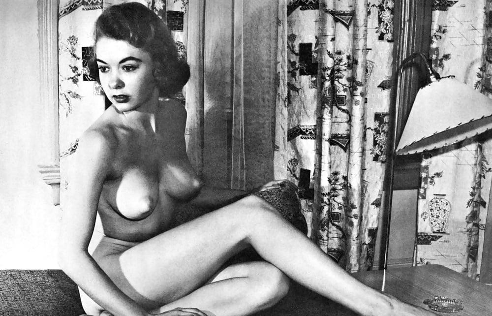 krasivaya-retro-erotika-onlayn-film-mezhdu-nog-zasveti-u-zhenshin-foto