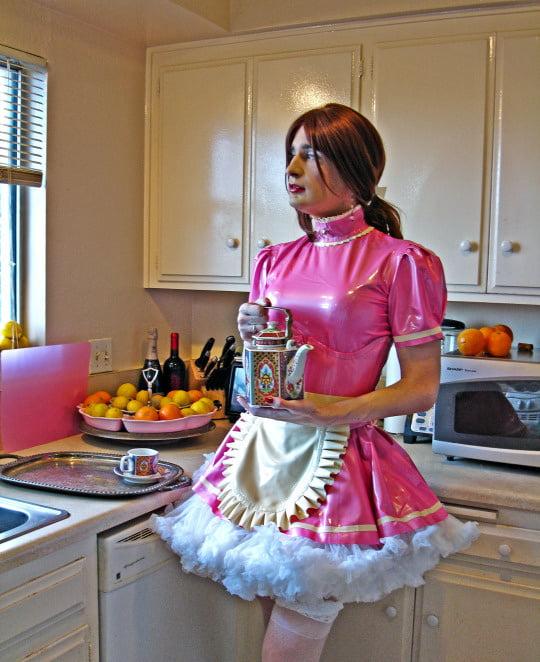 хозяйка дома ласкает домработница - 1