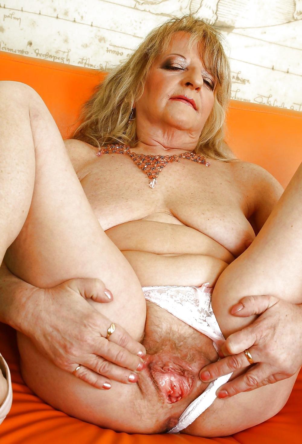 tasty playgirl shows hairy gash