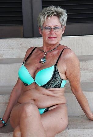Busty mature granny xxx