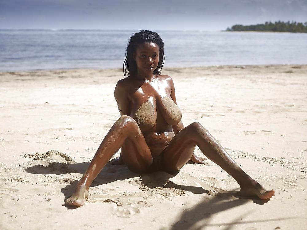 цыцьки на пляже видео сестричка