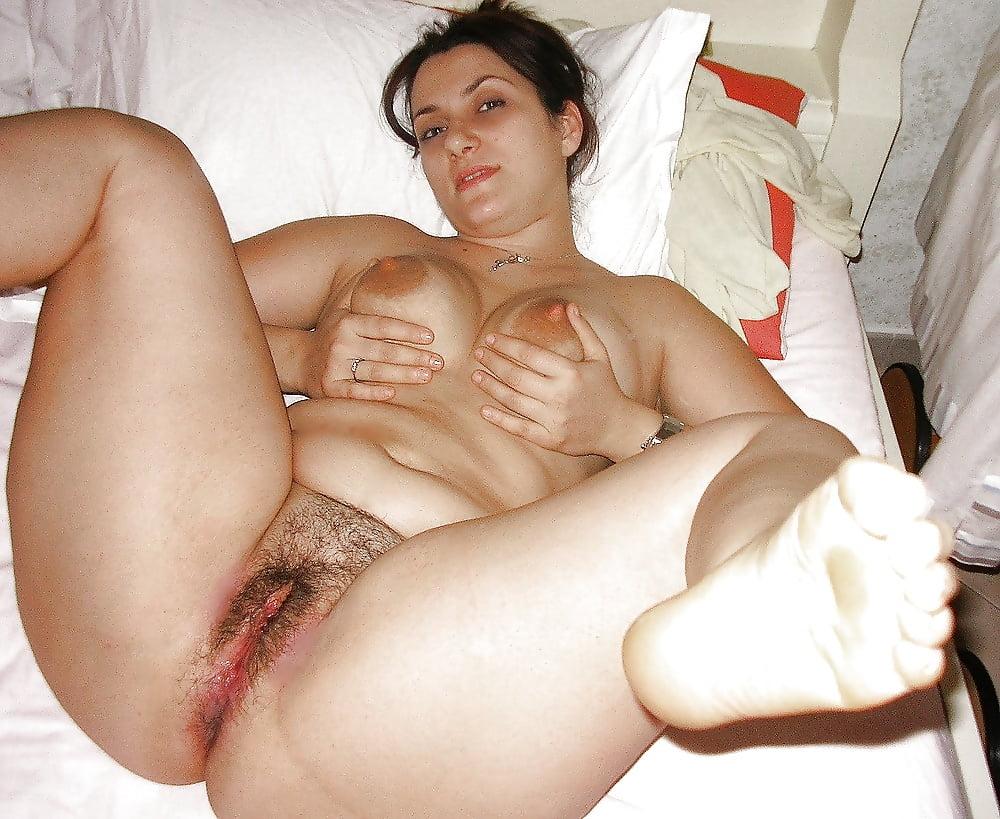 Brunette Italian Pussy Photo