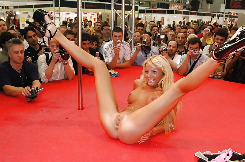 dami-striptiz-golih-devushek-smotret-onlayn-porno