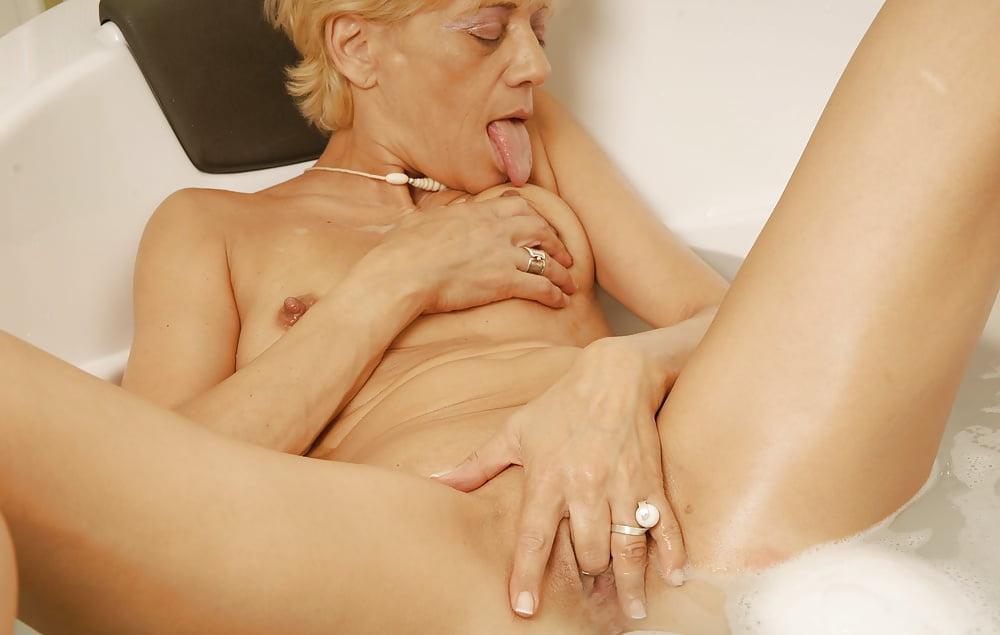 Old woman fingering herself hd