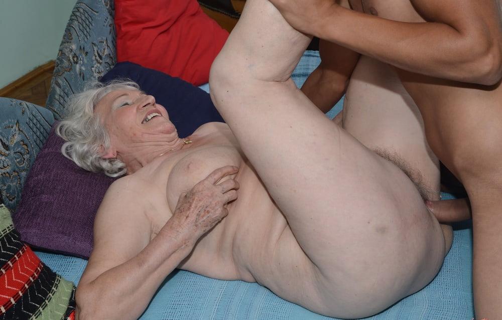 Порно трах очень старых 4