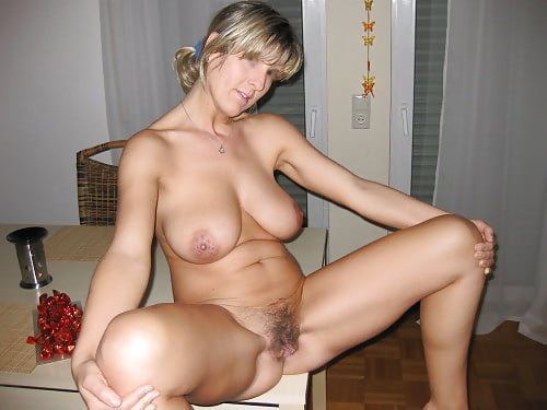 Blonde babe 01 pussy play