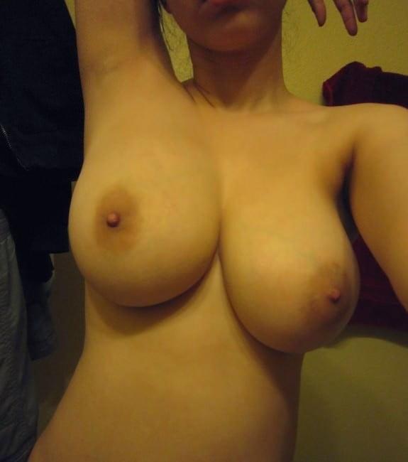 Обнаженной груди частное фото без лица