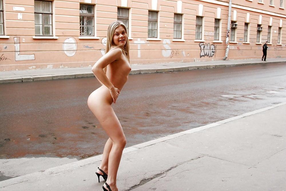 dolli-erotika-na-ulitse-kino-chastey-tela-krasivih