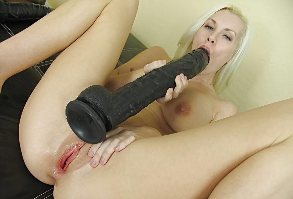 Mirren coeds with big dildos